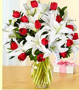 Adana çiçek siparişi sitesi  3 kazablanka 10 kırmızı gül vazosu