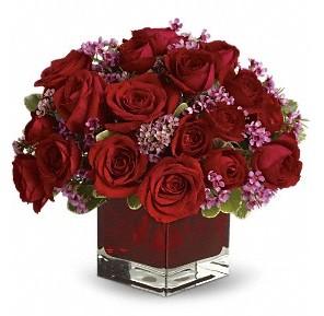 11 adet kırmızı gül vazosu  Adana çiçekçiler