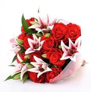 Adana çiçek siparişi vermek  3 dal kazablanka ve 11 adet kırmızı gül