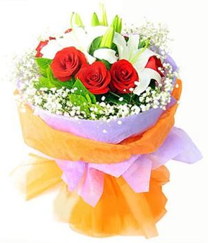 Adana çiçek gönderme sitemiz güvenlidir  1 dal kazablanka 7 adet kırmızı gül buketi