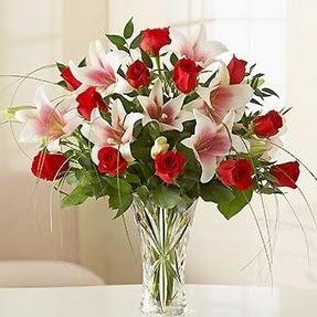 Adana çiçek mağazası , çiçekçi adresleri  12 adet kırmızı gül 1 dal kazablanka çiçeği