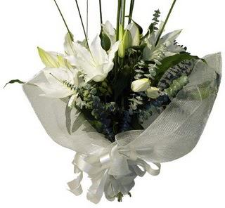 Adana çiçekçi mağazası  2 dal kazablanka çiçek buketi