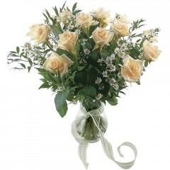 Vazoda 8 adet beyaz gül  Adana 14 şubat sevgililer günü çiçek