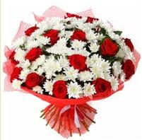 11 adet kırmızı gül ve beyaz kır çiçeği  Adana internetten çiçek satışı