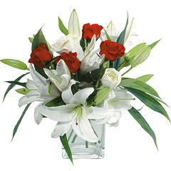 vazo içerisinde 4 gül 1 adet kazablanka  Adana online çiçek gönderme sipariş