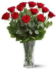 11 adet kırmızı gül vazoda  Adana internetten çiçek siparişi