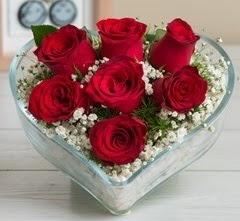 Kalp içerisinde 7 adet kırmızı gül  Adana çiçek gönderme sitemiz güvenlidir