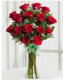 Cam vazo içerisinde 11 kırmızı gül vazosu  Adana anneler günü çiçek yolla