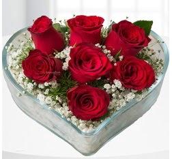 Kalp içerisinde 7 adet kırmızı gül  Adana çiçek servisi , çiçekçi adresleri