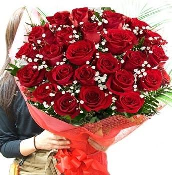 Kız isteme çiçeği buketi 33 adet kırmızı gül  Adana çiçek gönderme sitemiz güvenlidir
