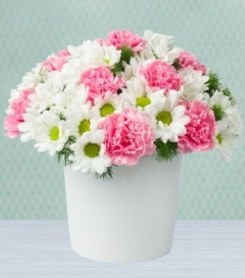 Seramik vazoda papatya ve kır çiçekleri  Adana çiçek siparişi sitesi