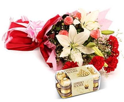 Karışık buket ve kutu çikolata  Adana çiçek , çiçekçi , çiçekçilik