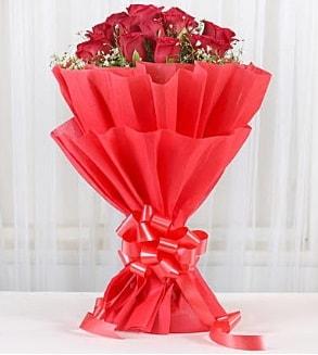 12 adet kırmızı gül buketi  Adana hediye çiçek yolla